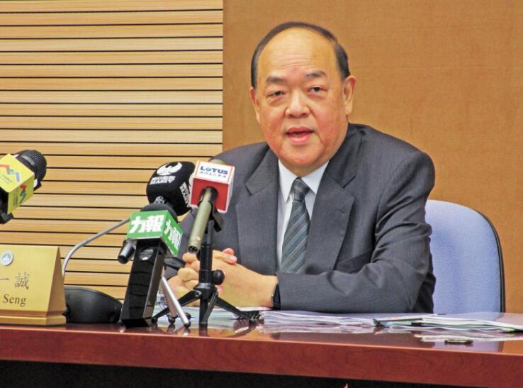 澳门特区立法会主席贺一诚宣布参选新任特首