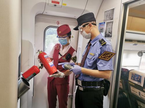 坚持确保高铁旅客列车运输安全