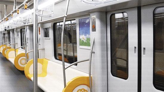 昆明地铁4号线车厢这个样 首列电客列车10月20日下线
