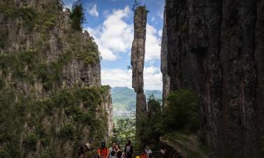 One Incense Pillar wows tourists in Enshi Canyon in central China