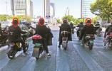 近期宁波驾乘电动自行车不戴头盔现象返潮了 请文明出行