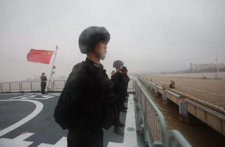 东盟防长扩大会实兵演习进入海上演?#26041;?#27573;