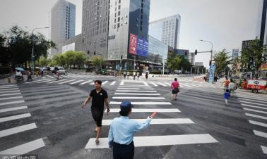 Beijing's first scramble crossing set up in city's west