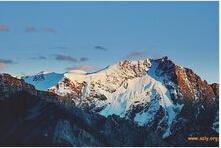 晨曦中的唐古拉山