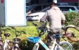 22岁小伙将马路中的单车搬回,敬军礼获上万点赞