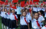 扬州市民高唱国歌 为祖国母亲送上生日祝福(组图)