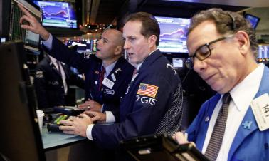 Dow plunges over 500 points as bank shares slide