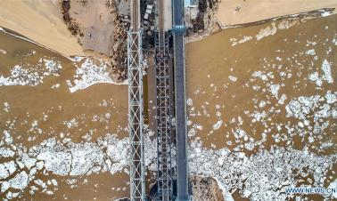 Yellow River in Hejin City of N China witnesses floating ice due to strong cold front