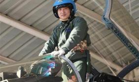 张超生前所在部队组织悬挂全军挂像英模画像仪式