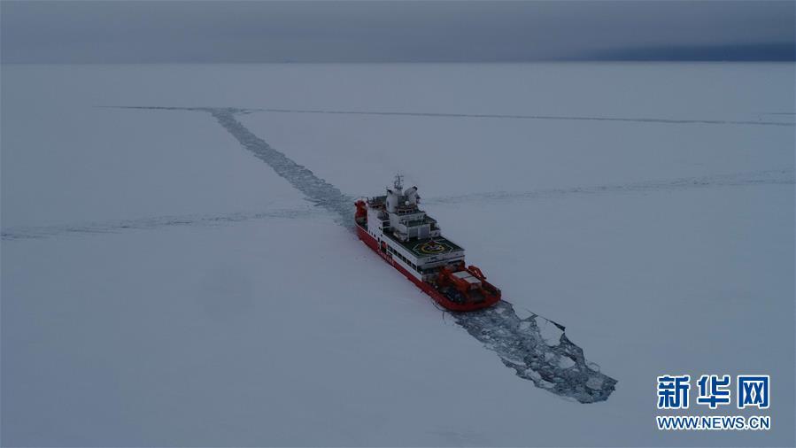 """""""雪龙2""""号完成首向和尾向破冰试验"""