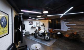 宝马摩托车跨界携手,打造豪华摩托车市场零售新体验