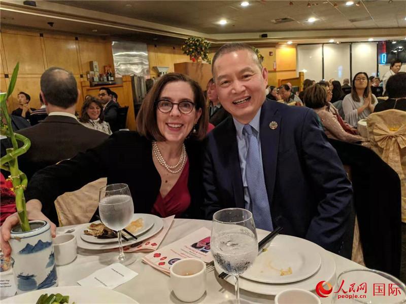 美国俄勒冈州州长支持中国抗击新型冠状病毒肺炎的努力