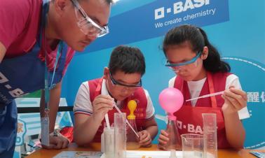 Kids learn science is fun