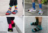 彩襪+拖鞋的搭配超辣眼!