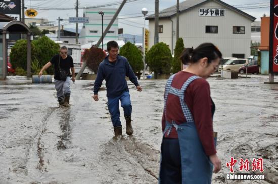 """日本""""海贝思""""台风当日 流浪者却被拒绝进入避难所"""
