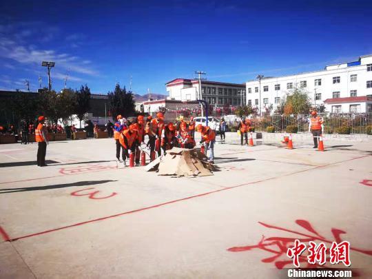 西藏护路人举行消防演练提升火灾处置能力