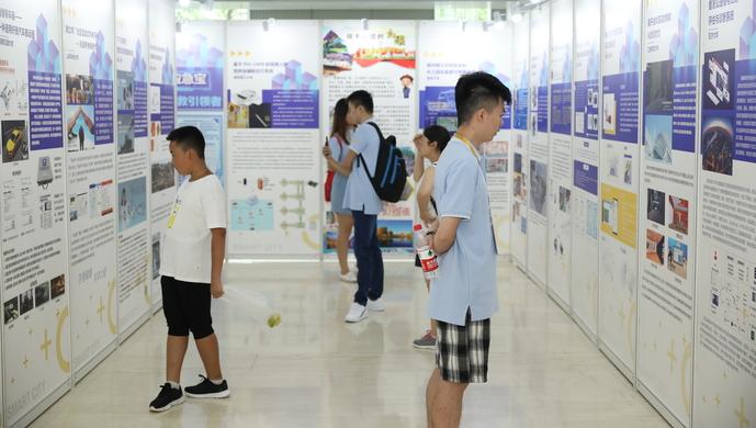 全国近400名研究生在沪比拼技术与创意