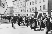 克拉科夫犹太人在前往隔都的途中