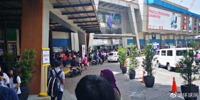 菲律宾首都一商场发生枪手劫持事件,约30人质被困
