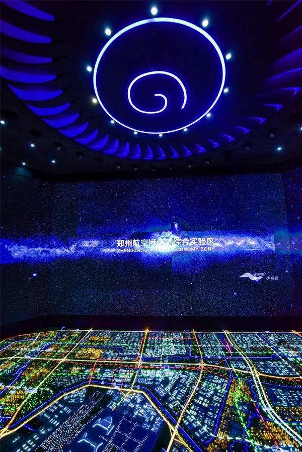 行走的课堂 河南新华电脑学院研学行走进郑州航空港区城市会客厅