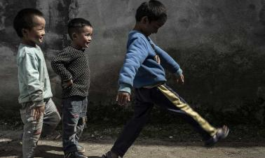 Opinion: How to reduce China's left-behind children population?
