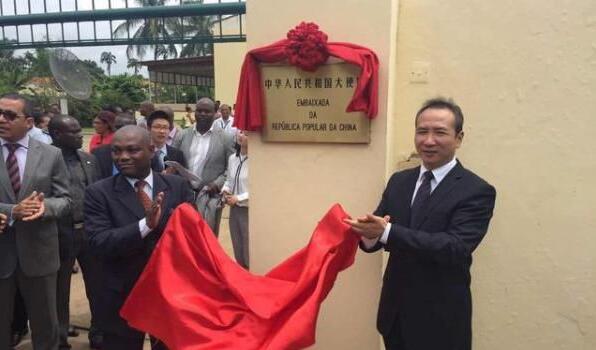 中国驻圣普大使馆举行揭牌仪式