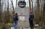 马克思墓碑被砸坏 英国网民怒了